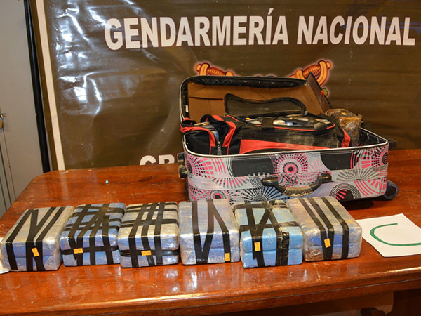 """""""Дипломатический кокаин"""" - все нестыковки в истории с 12 чемоданами в российском посольстве"""