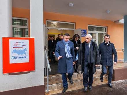 Губернатор Петербурга посетил садики и школу в ЖК «Солнечный город»