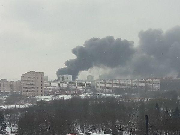 На Тамбасова горит автосервис