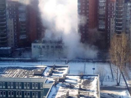 На Савушкина лопнула труба с кипятком, теплоэнергетики пообещали не отключать тепло в домах