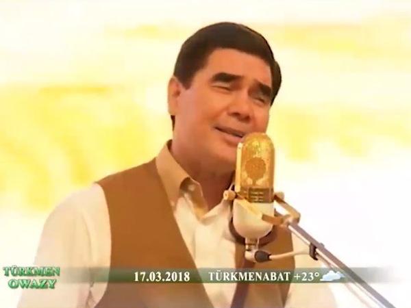 Президент Туркменистана спел для женщин про Каракум