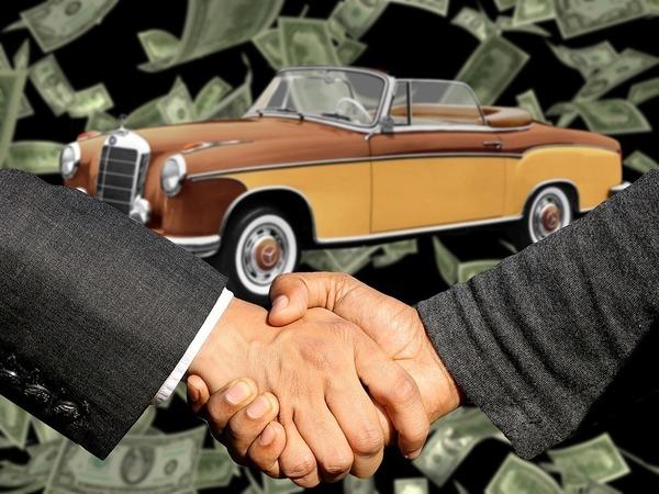 Автосалоны Петербурга объединили в преступное сообщество