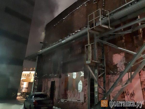 На Сенной вновь горело заброшенное здание