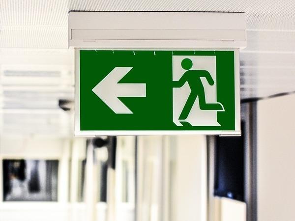Если закрыт пожарный выход: как пожаловаться в  МЧС