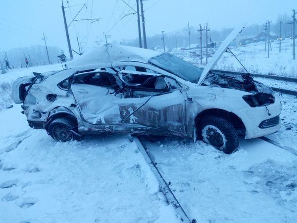Двое погибли в ДТП с грузовым поездом в Башкирии