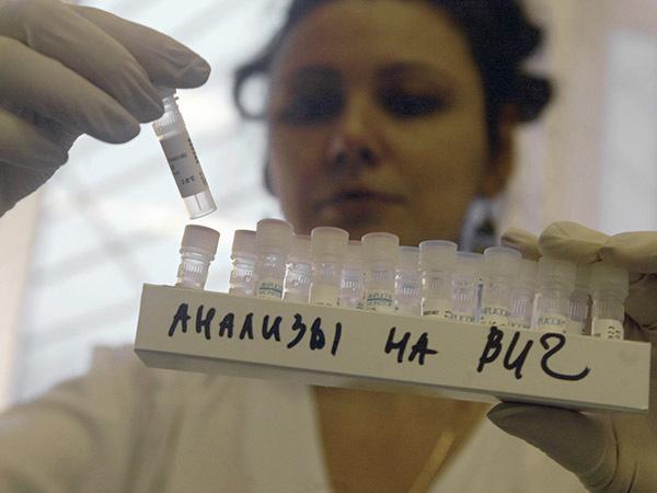 Видишь СПИД в России?.. А он есть