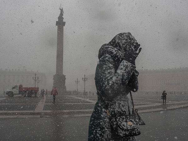 Петербуржцев просят приготовиться к снежной субботе