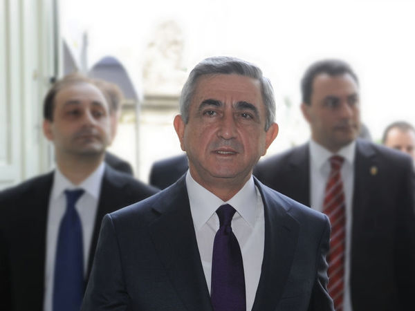 Премьер-министр Армении подал в отставку после массовых протестов