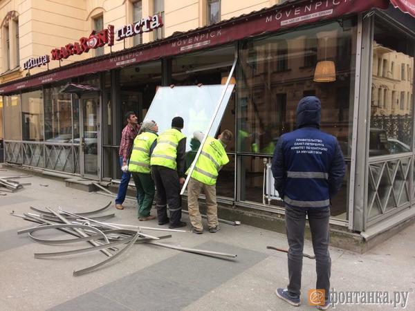 На улице Рубинштейна сносят веранду кафе  Macaroni
