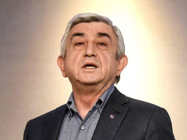 Коротко: За что в Армении сожгли Чебурашку и почему на самом деле ушел Саргсян