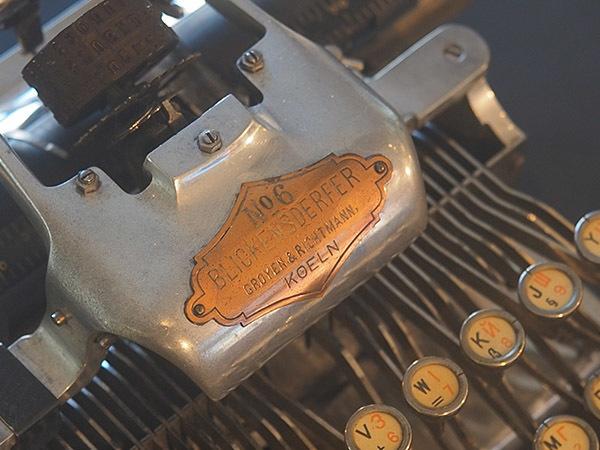 Музыка текста: петербуржцам показали старинные печатные машинки