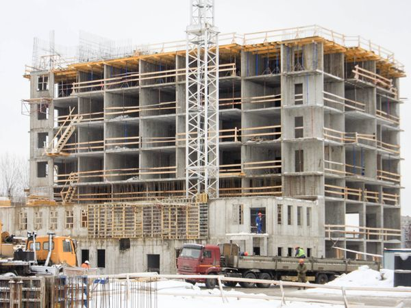 Началось возведение 9-го этажа ЖК «Полис на Неве»