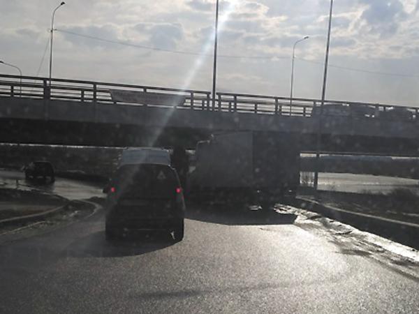 «Мост глупости» на Софийской уверенно идёт к юбилейной жертве