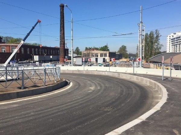 Транспортный блок Смольного тестирует мост Бетанкура