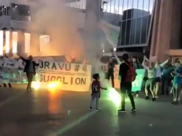 Фанаты «Зенита» с огоньком проводили Кришито в Пулково