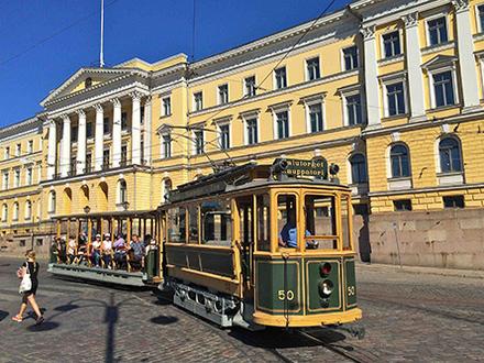 На улицы Хельсинки выходит 109-летний трамвай
