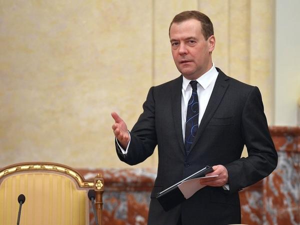 Дмитрий Медведев пересадил своих подчиненных в новом порядке