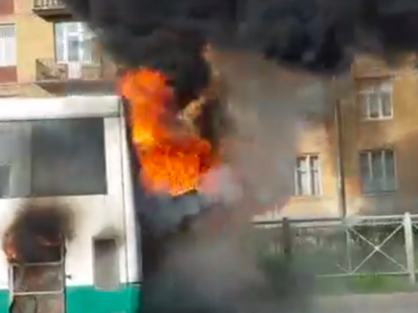 На Васильевском сгорел пассажирский автобус