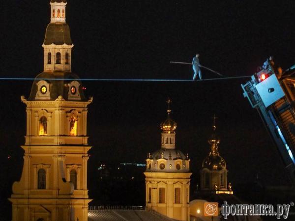 Канатоходец Расул Абакаров рассказал, как шел над Дворцовым мостом