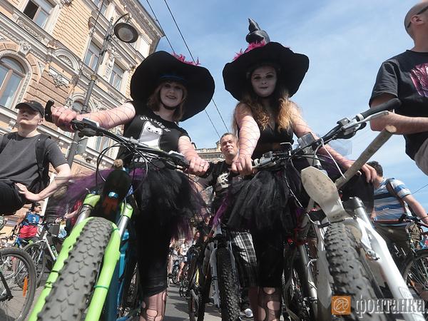 На Большом велопараде замечены зомби и пираты
