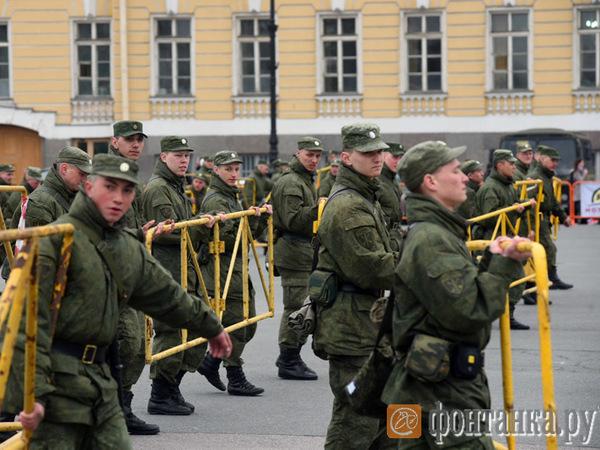 Проход на Дворцовую блокирован: страдают байкеры и туристы