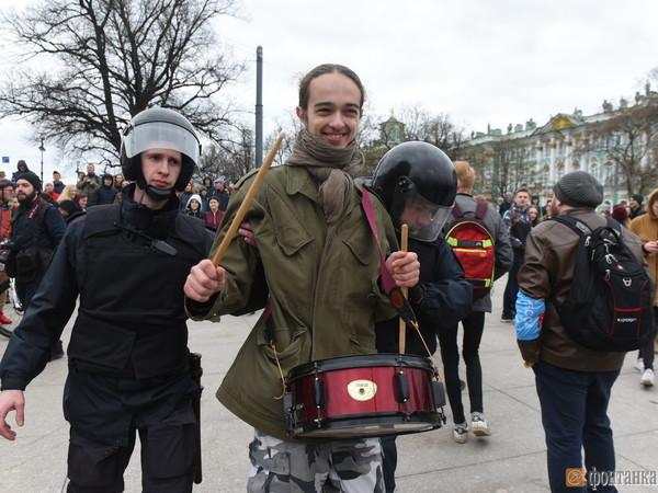 Количество задержанных в Петербурге перевалило за сотню