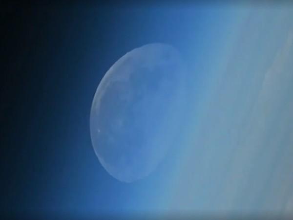 Российский космонавт показал видео исчезающей Луны
