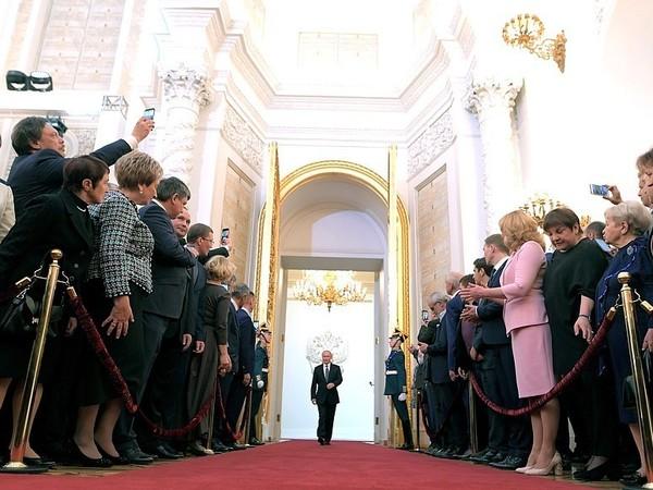 К власти в России пришел новый президент