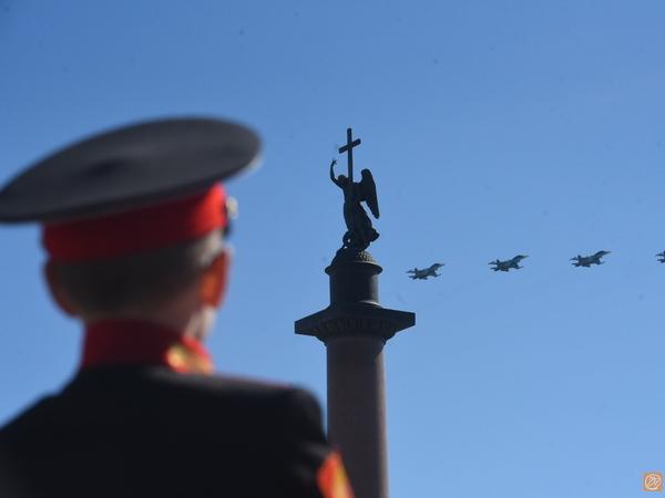 Из дикторской речи парада на Дворцовой вымарали фразу про ядерное оружие