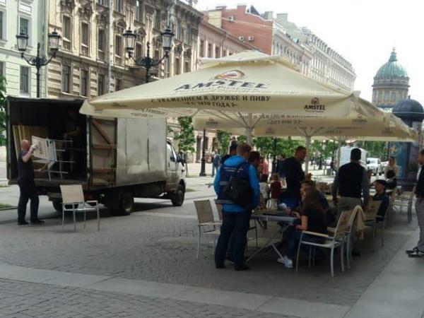 Смольный за день снёс 18 летних кафе в центре Петербурга
