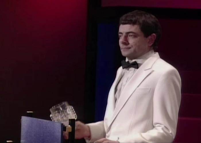 Роуэн Аткинсон. Кадр из видео в YouTube-канале Rowan Atkinson Live