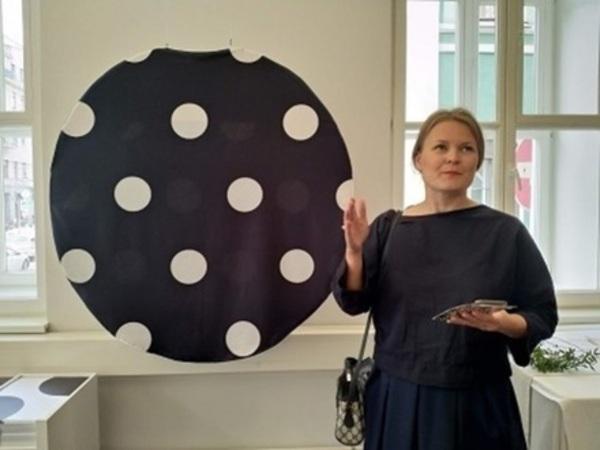 В Доме Финляндии выставили тапки Леди Гаги, колье принцессы Леи и старую «Нокию»