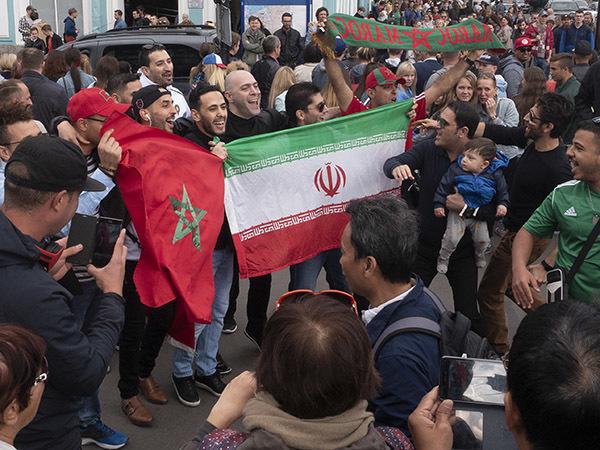 Гимн Марокко от дяди Миши собрал толпу болельщиков на Невском