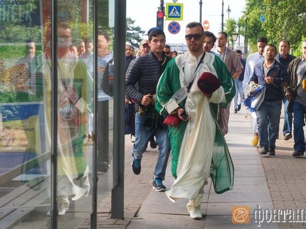 Болельщики из Ирана и Марокко отпраздновали Ураза-байрам в Петербурге