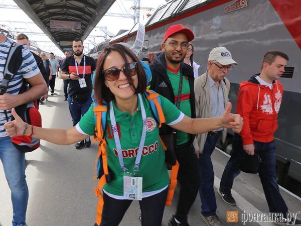 Футбольная интервенция: фанаты прибывают поездами