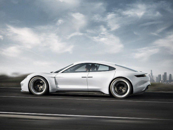 Porsche представила особый сервис зарядки электрокаров