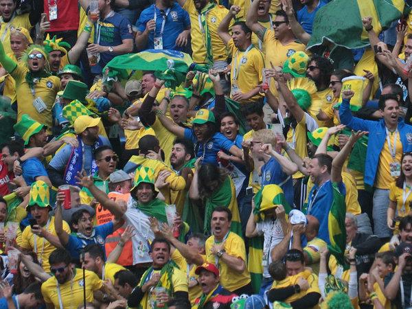 Бразилия забила два гола в добавленное время и победила Коста-Рику в Петербурге