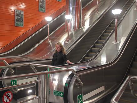 Короли подземного света: кто продает петербургскому метрополитену светильники по 85 тысяч рублей за штуку