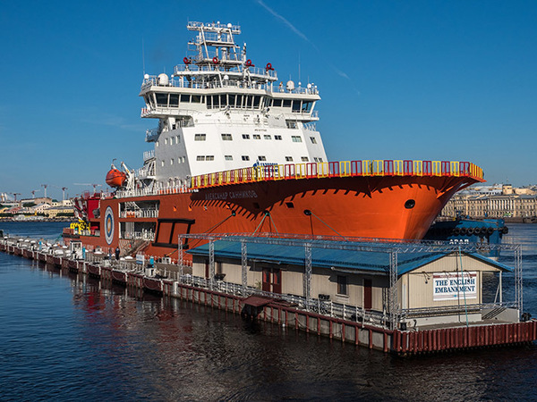 Гроза арктических глыб: В Петербурге показали новейший ледокол