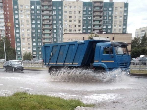 На Ржевке прорвало водопровод