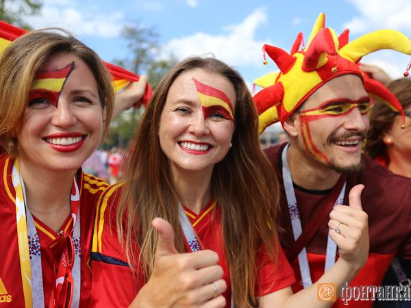 Кокошники, танцоры фламенко и бурые медведи: столица готовится к матчу Россия - Испания