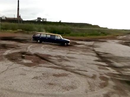 """Кулибины из Воркуты сделали """"Жигузин"""": на монстра ушло двое старых """"Жигулей"""""""