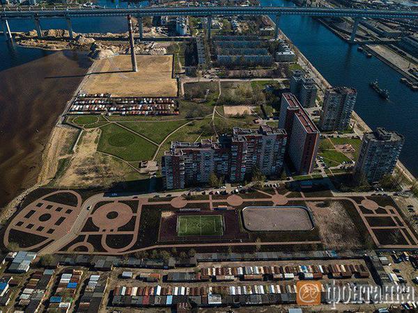 Ради Кирилла и Мефодия: парк на Канонерке хотят подрезать верующие