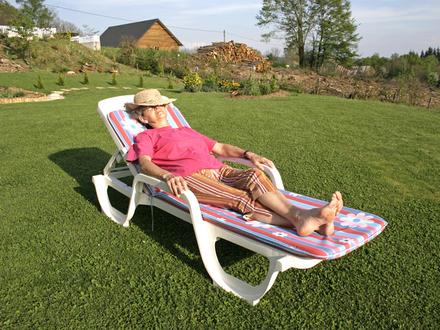 Бабушки-старушки в бегах от пенсионной реформы: как госСМИ готовят россиян к принятию