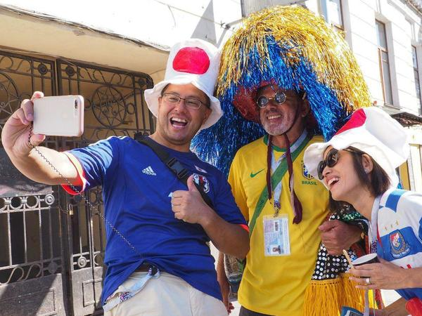 Бразильцам iPhone, испанцам футболки. На что футбольные болельщики тратили деньги в Петербурге