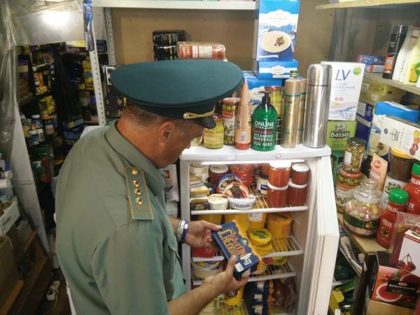 Таможня опустошает финские магазины на «Юноне». Челноки провезли через границу центнеры «санкционки»