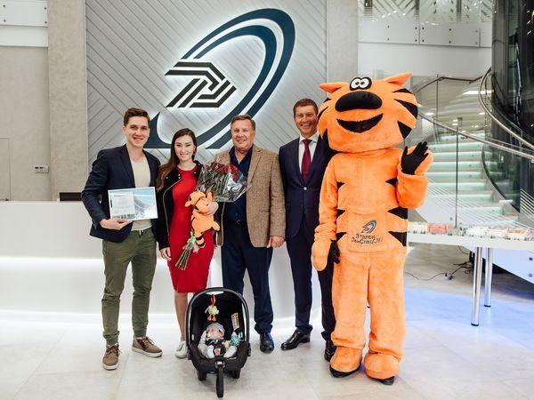 В Группе «Эталон» поздравили 5000-го покупателя с начала 2018 года