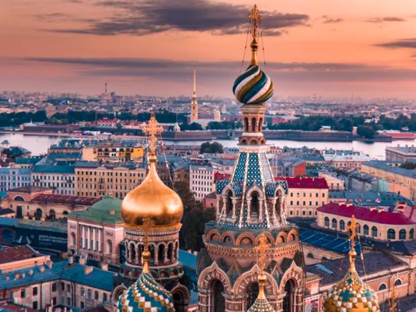 Ода городу: классика и современные символы. Новое видео о Петербурге с высоты