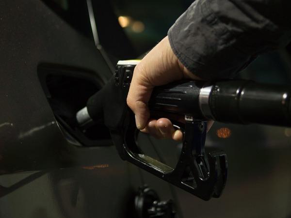 О чем умолчал Дворкович. Почему на самом деле выросли цены на бензин
