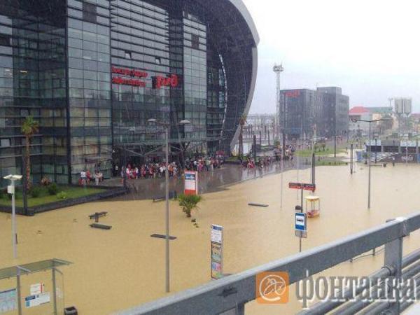 Очевидцы: Сочи и Адлер ушли под воду перед матчем Россия - Хорватия